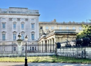 What areBuckinghamPalace Gardens like from the inside? And what are the Royal gardeners trying to achieve?